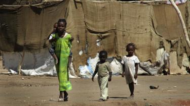 Flygtningebørn fra Darfur i Soba Aradi-lejren, hvor der bor over 60,000 flygtninge i udkanten af Sudans hovedstad Khartoum. Borgerkrigen i det sydlige Sudans Darfur-region har hærget siden 2003 og ifølge de seneste FN-tal kostet over 300.000 livet og skabt mindst en million flygtninge i lejre i landet og i nabolandene.