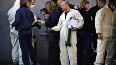 En af de anholdte i forbindelse med aktionen på Glasvej i København har gennem sin advokat oplyst, at han fik en hætte trukket ned over hovedet da han blev ført bort.