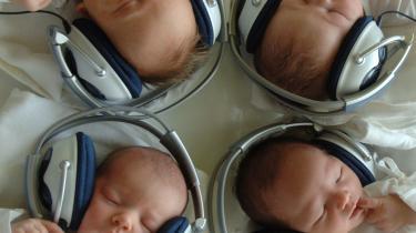Den digitale revolution giver hvem som helst mulighed for at lytte til hvad som helst. Det vides dog ikke, om disse slovakiske babyers musikterapi indebar ...