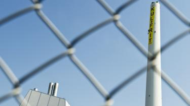 Aktivister fra Greenpeace kravlede i går 150 meter op til toppen af Avedøreværkets skorsten for at protestere mod klimaministerens lovforslag om at tillade Avedøre 2 at fyre med kul. I dag bruger anlægget naturgas, biomasse og olie.