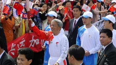 Den olympiske flamme ankom i går til Nordkorea - et af de få lande, hvor den ikke blev fulgt af vrede demonstranter - og et af de steder, hvor det står værre til med menneskerettighederne end i Kina.