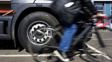 De bløde trafikanter bliver mere udsatte, når rundkørsler og vejkryds udvides for at gøre plads til gigantlastbiler.