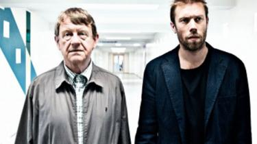 Henning Jensen og Jakob Cedergren spiller far og søn, så man tror på det, i Niels Gråbøls 'Gaven'