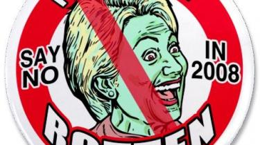 Hvordan er det gået til, at man i USA tillader brugen af ord som witch (heks) og bitch (tæve) om kvindelige politikere? Mobningen af Hillary Clinton indebærer bl.a. T-shirts, kopper og klistermærker, som forhandles på onlinebutikken Hillary Vilification Shop.