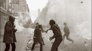 Maj 1968. Det låg, de Gaulle så mesterligt havde fået lagt på den franske hukommelse efter Anden Verdenskrig, kunne i maj 1968 ikke holde til trykket længere. Den dynamik, studenternes og arbejdernes oprør satte igang, blev så voldsom at intet siden kunne blive som før.