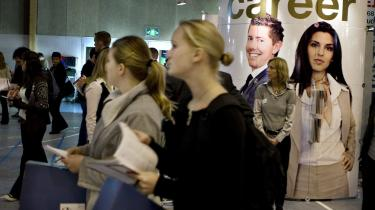 Paradoksalt nok hæmmer de danske lukrative barselsordninger kvinders adgang til lederjob og ligeløn, og det er fordi, det for det meste er kvinderne, der tager det meste af barslen - og barnets første sygedag.