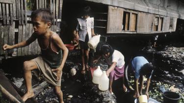 Hvis Vesten ikke vil afgive indflydelse til Asien, og hvis middelklasen ikke vil afstå fra yderligere velstandsstigning for at kunne afhjælpe truslerne mod miljøet og fødevareforsyningen, så er der lagt op til den brutale globale byrdefordelingsstrid - med denne verdens fattige som de åbenlyse tabere.