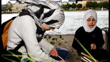 Hvorfor ser vi overalt i verden, at islamismen breder sig med tørklædet hånd i hånd med sharialoven og kvindeundertrykkelse, skriver dagens læser. Model
