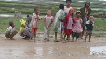 Kristendommen giver ikke noget tilfredsstillende svar på, hvorfor Gud tillader lidelse som denne i Yangon, mener Peter Singer
