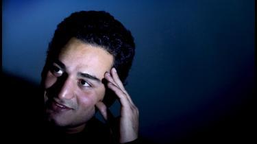 Med blodvædet tøj og bandager om håndleddene blev den afviste iranske asylansøger Ashkan Panjeheighalehei tvunget op i et fly og tvangsudsendt fra Kastrup til Teheran i april 1999. Forinden havde Flygtningenævnet flere gange vurderet, at en tvangsudsendelse ikke ville være farlig. Den vurdering var forkert, tværtimod blev Ashkan fængslet og udsat for tortur i to år. Det lykkedes Ashkan at flygte endnu en gang fra Iran, og i 2003 fik han asyl i Danmark.