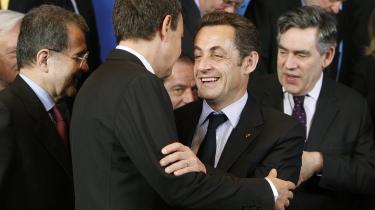 Nederlag. Tabere og vindere i det nye Europa: Men Frankrigs Sarkozy tegner det nye højre, er Gordon Brown og Spaniens Zapatero to ud af bare tre centrum-venstre statsledere tilbage i EU. F.eks Italien har mistet en venstreorienteret statsleder med Romano Prodis afgang.