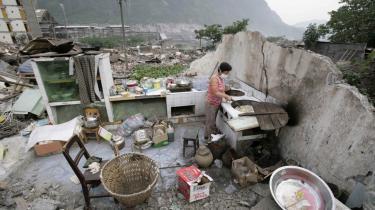 Store områder i Kina har de seneste dage været ramt af flere efterskælv. I går indtraf et skælv med en styrke på 6,0 på richter-skalaen, der rystede flere af de værst ramte områder i Sichuan-provinsen.