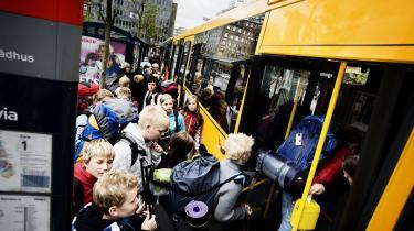 Mens politikerne talerne om at styrke den kollektive trafik, trues busselskaberne i hovedstaden, Århus og Aalborg af sparekniven