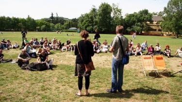 En blandet flok af forskere, pædagoger, lærere, studerende og fagforeninger forsøgte gennem to dage i Bologna at overvinde sprogbarrierer og kulturforskelle for sammen at være -kritisk konstruktive og danne netværk på tværs af nationale grænser-.