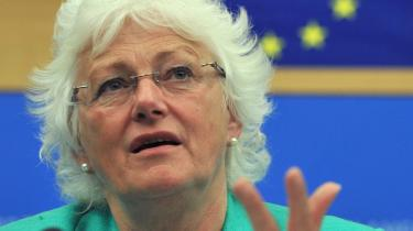 Mariann Fischer Boel har fremlagt et kontroversielt forslag til en ændret landbrugsstøtte i EU. Forslaget, der lægger op til, at de store landbrugere kan se frem til mindre støtte, ventes at møde stærk modstand fra især Frankrig.