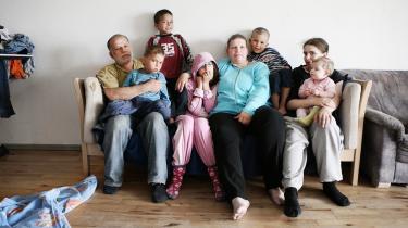 Familien Jensen/Balbaaki på mor, far og i alt otte børn har 12.000 kr. om måneden at gøre godt med, når huslejen er betalt. Ifølge en ernæringsekspert skal familien bruge mindst 10.000 kr. på mad, hvis de skal leve ernæringsmæssigt korrekt.