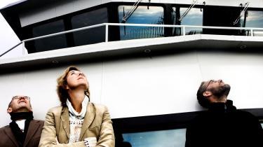 Koncerndirektør i DONG Energy, Niels Bergh-Hansen (tv) med miljøminister Connie Hedegaard (K) på vindmøllesafari ved Middelgrunden. DONG har tidligere været kritiseret for ikke at lægge handling bag de gode miljø-intentioner.