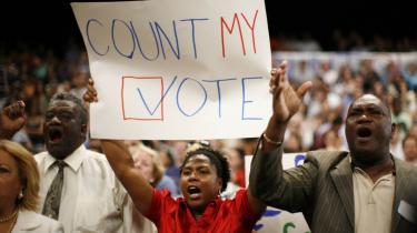Striden om konstitueringen af Floridas og Michigans delegerede er højst betændt. I Miami, Florida forlangte demonstranter i går, at deres stemmeer tages i betragtning før nomin eringen.