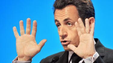 Den kommende EU-formand, Frankrigs præsident Nicolas Sarkozy, har alvorlige problemer med den folkelige opbakning på hjemmefronten, mens det går bedre på udebane, hvor Sarkozy har ændret Frankrigs kurs betydeligt i sit første år som leder