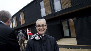 Ritt Bjerregaard foran de meget omtalte billige boliger i Københavns sydvestkvarter, da der 22. februar 2008 var åbent hus i bebyggelsen.