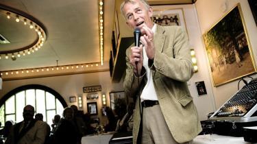 SF-s formand, Villy Søvndal, har lagt en nyliberalistisk stil an, allerede før valget i 2007. Billedet er fra i går, hvor han blev kåret til Årets Pipe, som ikke har noget med rygning at gøre, men med portvin. Villy Søvndal takker her for prisen i Tivoli.