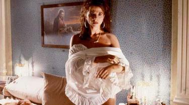 Den egentlige hovedrolle i Pedro Almodóvars kontroversielle kærligheds- og gidseldrama Bind mig, elsk mig (1990) spilles af de stærke og sanselige farver, som gennemvæder snart sagt hver eneste scene og spejler en allestedsnærværende lidenskab