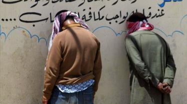 I modsætning til, hvad mange tror, er Robert Fisk overbevist om, at al-Qaeda er i færd med at vokse sig stærkere. På billedet ses en al-Qaeda-tilhænger, der er blevet arresteret efter en større militær operation slog ned på en række oprørere i Mosulområdet forleden.