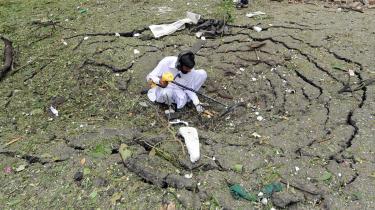 Bombeattentatet i Islamabad fordømmes af flere muslimske aviser. Men Danmark er ikke uden skyld, mener de