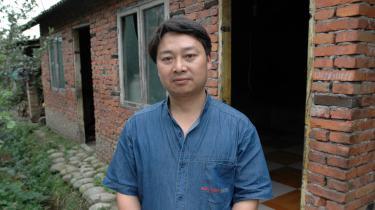 For et år siden markerede Chen massakren på Den Himmelske Freds Plads ved i en annonce i en avis at ære de døde studerendes mødre. Derefter blev han tilbageholdt af politiet, anklaget for statsfjendtlig virksomhed og sat under overvågning i et halvt år