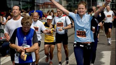 Hvem ved. Måske denne Copenhagen Marathon-løber ikke kan få armene ned af bar begejstring over Helle Helles 'Ned til hundene' på lydbog.