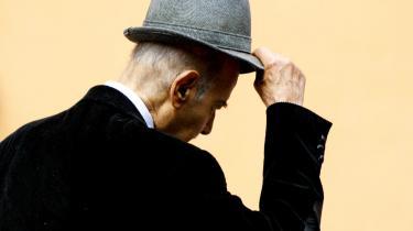 Den videnskabelige forskning vedrørende øreblafferiet, otokinetologien, opfattes som ren okkultisme, men i Sovjetunionen har man fået øjnene op for de nye muligheder otokinetologiens anvendelse giver i det diplomatiske og militære liv - den finske digter Pentti Saarikoski om sandheder gemt i ørernes bevægelser.