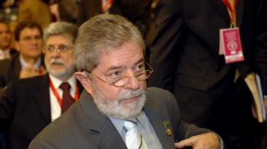 -Det støder mig, at der peges fingre af den rene energi fra biobrændsel, fingre indsmurt i olie og kul,- sagde Brasiliens præsident, Luiz Inacio Lula da Silva, på fødevaretopmødet i Rom.