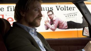 Det danske publikum. Ulrich Thomsens figur Tonny i -Sprægfarlig bombe- er i følge Henrik Dahl personificeringen af det danske filmpublikum.