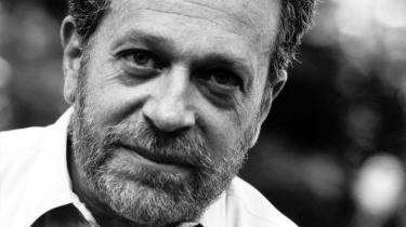 Robert Reich efterlyser nye internationale institutioner til at løse de fire internationale kriser. Gamle institutioner som Valutafonden og Verdensbanken har efter hans mening mistet deres legitimitet