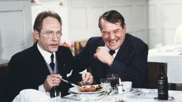 Axel Strøbyes figur i -Matador-, Viggo Skjold Hansen (th.), optræder i serien som en arketypisk kollaboratør med den tyske besættelsesmagt. Her i selskab med seriens Godtfred Lund (Hardy Rafn).