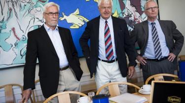 KL ved næstformand Anker Boye (tv), formand Erik Fabrin (im.) og administrerende direktør Peter Gorm Hansen (th.) satte sig fredag til forhandlingsbordet i finansministeriet. Forhandlingerne tegner til, at blive hårdere, end de længe har været.