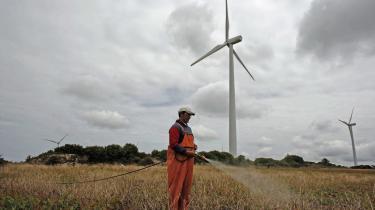 Ingen vedvarende energi- form kan stå alene, især ikke vindmøllerne, men man kan nå langt.