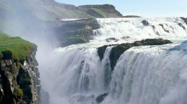 Gullfoss-vandfaldet uden for Reykjavik er med til at markedsføre øen som vild, uberørt og miljørigtig.