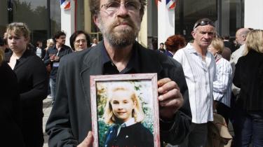 Francis Brichet, far til en af de dræbte piger ved retsbygningen i Paris. Retten valgte at spærre både morderen og dennes kone inde.