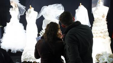 Kærlighed. Ægteskabet klarer sig tilsyneladende rigtigt godt. Men det gør de guruer, der skal gøre ægteskabet udholdeligt også.