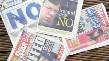 Selv om irerne stemte Nej til Lissabontraktaten er den langt fra død. Mandag er der flere steder i Europa heftig aktivitet for at finde frem til en ny køreplan