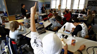 Eleverne kan se frem til en dårligere skole. For med den nye budgetaftale mellem regeringen og kommunerne tvinges kommunerne til at forringe velfærdsydelserne inden for blandt andet skoler og daginstitutioner.