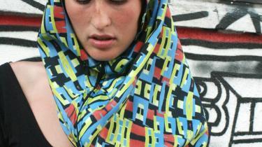 Ifølge designskolestuderende Yasamin Zafar har mønstrene på hendes hybridtørklæder meget tilfælles med traditionel islamisk kunst.