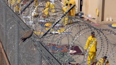 Forfatteren til Pentagons rapport om tortur i Abu Ghraib-fængslet blev førtidspensioneret og siger nu det usigelige: Bushs og hans regerings ordre om at bruge tortur er en krigsforbrydelse