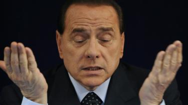 Efter vedtagelsen af en ændring i en lovtekst slipper ministerpræsident Silvio Berlusconi for at møde i retten, hvor han står anklaget for korruption.