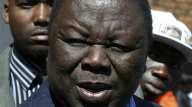 Oppositionslederen Morgan Tsvangirai udsendte i går en opfordring til befolkningen om at stemme til anden valgrunde den 27. juni. Andre dele af oppositionen overvejer at boykotte valget.