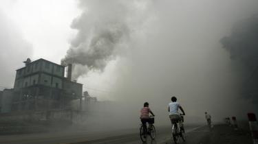 Verdensbanken anklages i en ny rapport fra Verdensnaturfonden for omfattende støtte til fossile energiprojekter. Det sker, til trods for at banken siden 2004 blev anbefalet at udfase støtten til fossile brændstofprojekter.