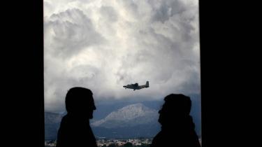 Ifølge en rapport fra Amnesty International har mistænkte CIA-fly krydset dansk luftrum i mindst 100 tilfælde og mellemlandet på dansk jord mindst 45 gange. Danmark kritiseres nu af Amnesty for endnu ikke at have iværksat en uafhængig undersøgelse af sagerne.