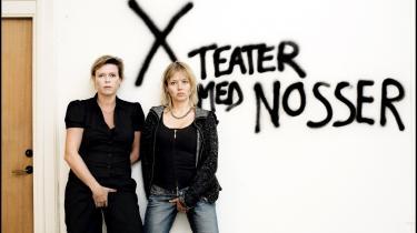 Direktør Mette Hvid Davidsen (t.v.) og kurator Ditte Maria Bjerg lancerede Camp X-visionerne med brask og bram. Nu forlader direktøren teatret.