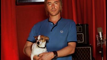 Paul Weller, der netop har rundet de 50 år, har lavet et overraskende vitalt og vidtfavnende nyt album.